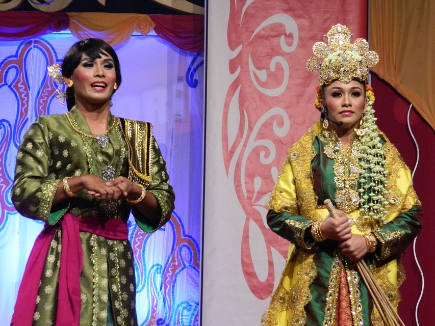 MALAY TRADITIONAL THEATRE 'MEK MULUNG'